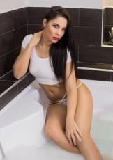 Get soaking wet with the beautiful and natural Lexy.