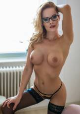 Edo loves to wear sexy lingerie with glasses, and play a seductive secretary.